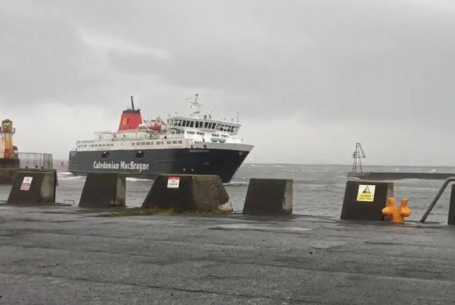 Arran ferry makes sharp turn into Ardrossan harbour in strong winds. Credit: Lewis Mackenzie