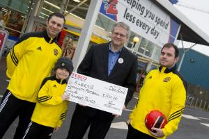 Local football team receive donation from Kilbirnie supermarket