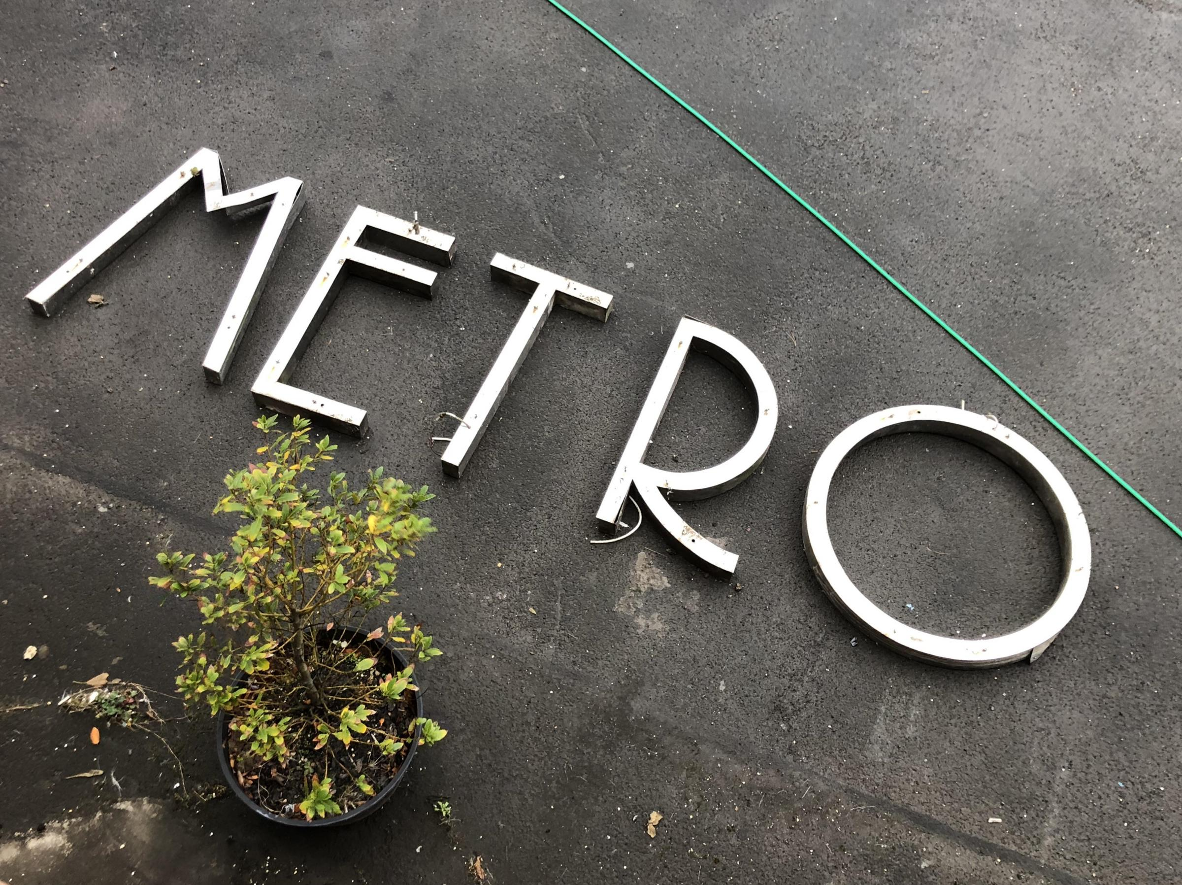 Bidding war for iconic sign from Saltcoats' Metro Nightclub