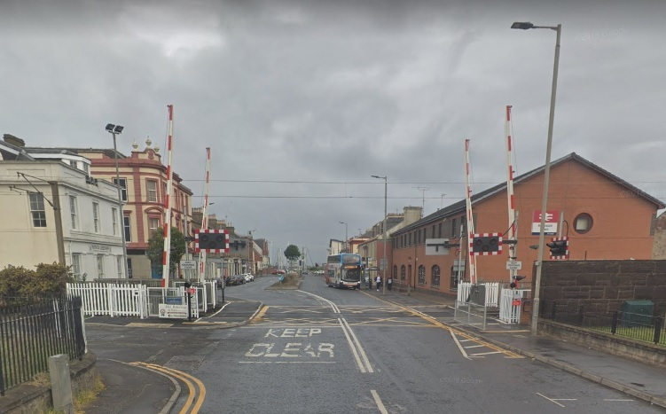 Level crossing at Ardrossan Town Railway Station (pic from Google Maps).