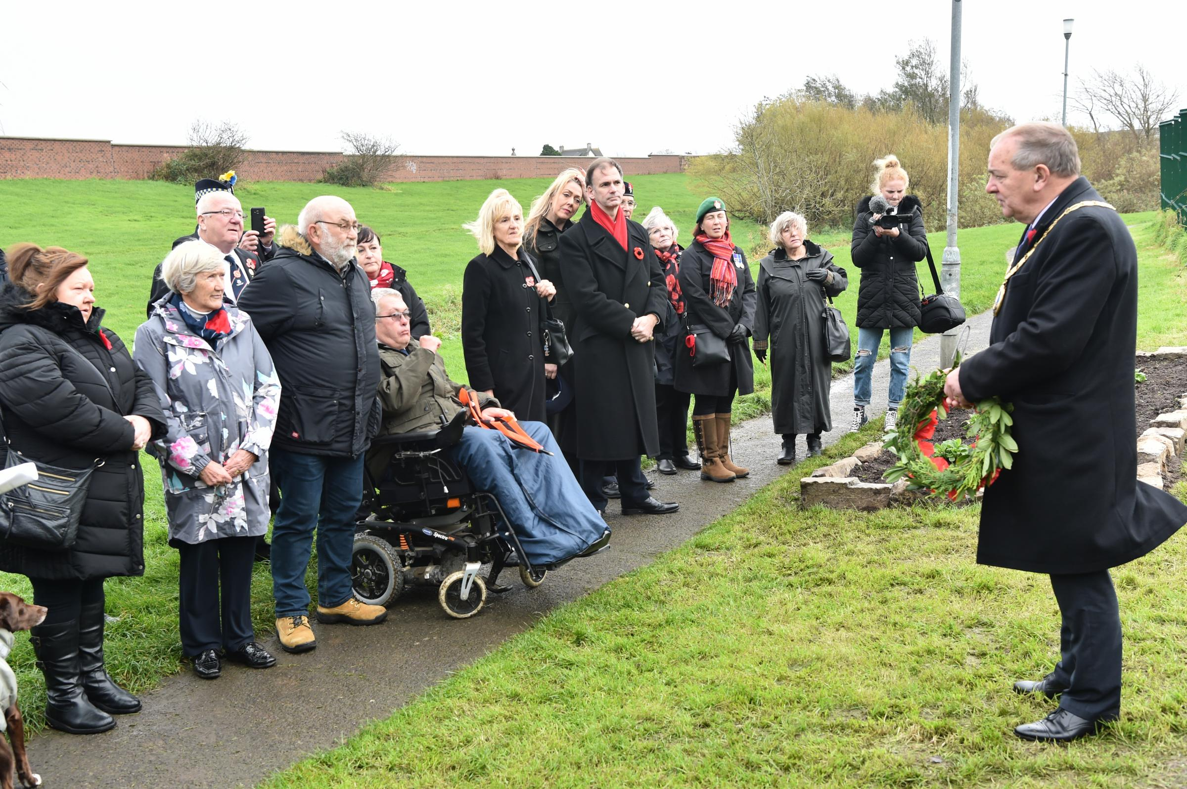 Memorial garden opened at Elm ParkProvost Clarkson plants memorial tree to commemorate  WW1 soldiers.