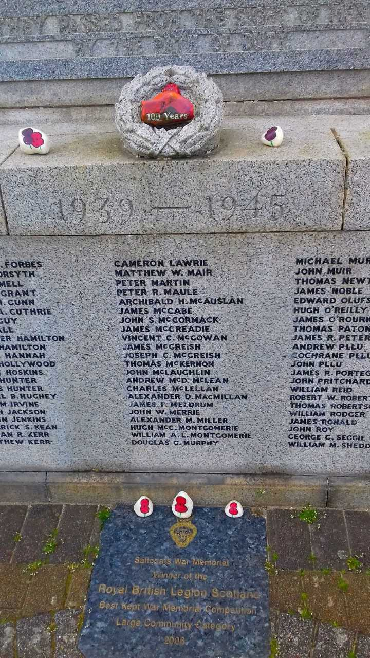 Mystery solved over memorial stones left at Saltcoats War Memorial during Dasher event